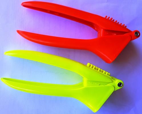 Чеснокодовилка пластиковая цветная
